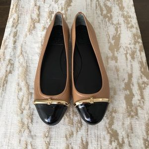 Pre-loved Tory Burch black & tan flats in size 6.5